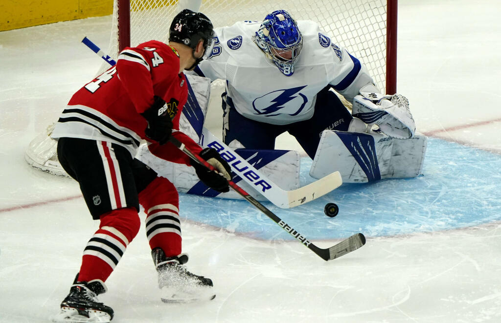 Colorado Avalanche acquire Carl Söderberg from the Chicago Blackhawks for a pair of prospects
