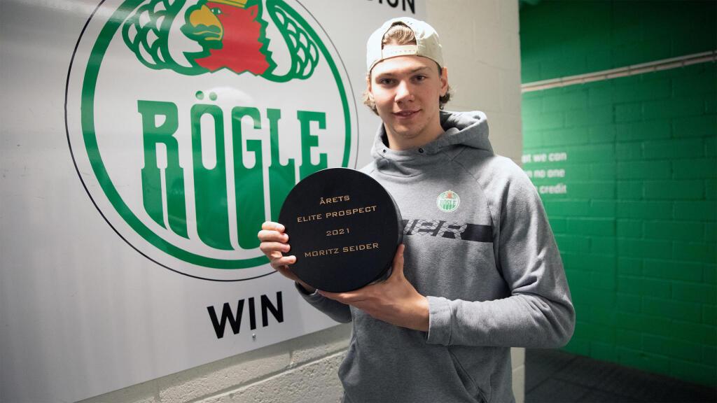 Moritz Seider takes home the 2020-21 EliteProspects award as the SHL's top junior player