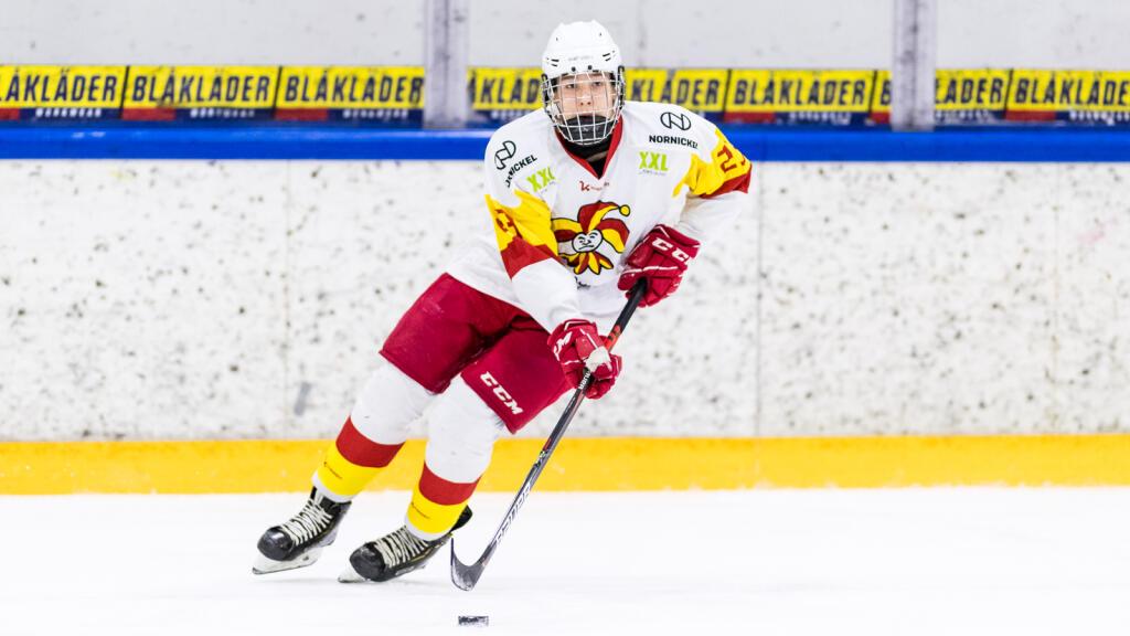 """17-vuotias Otto Salin taistelee tosissaan pelipaikasta HIFK:n puolustuksessa – """"Harjoitusottelut ovat selvästi vakuuttaneet myös joukkueen valmennuksen"""""""