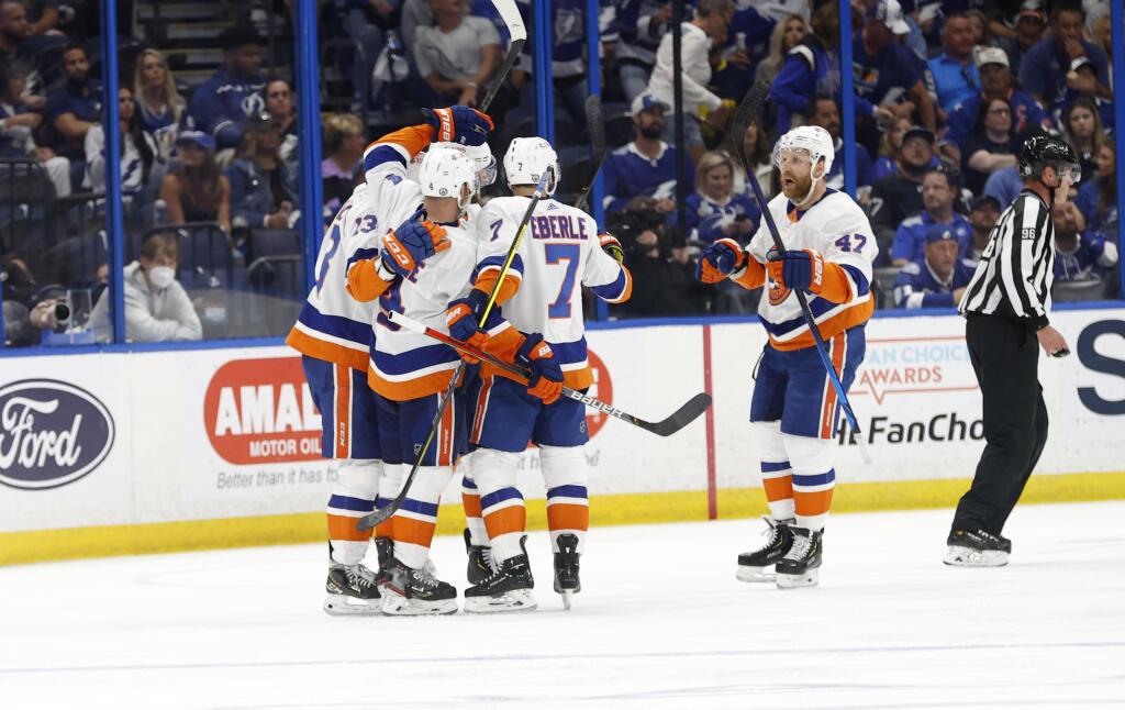 Islanders limitieren die Stars der Lightning und ziehen Spiel 1